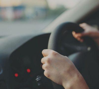 """Những  """"ẩn họa lơ lửng"""" trong ô tô của bạn và cách khử mùi ô tô"""